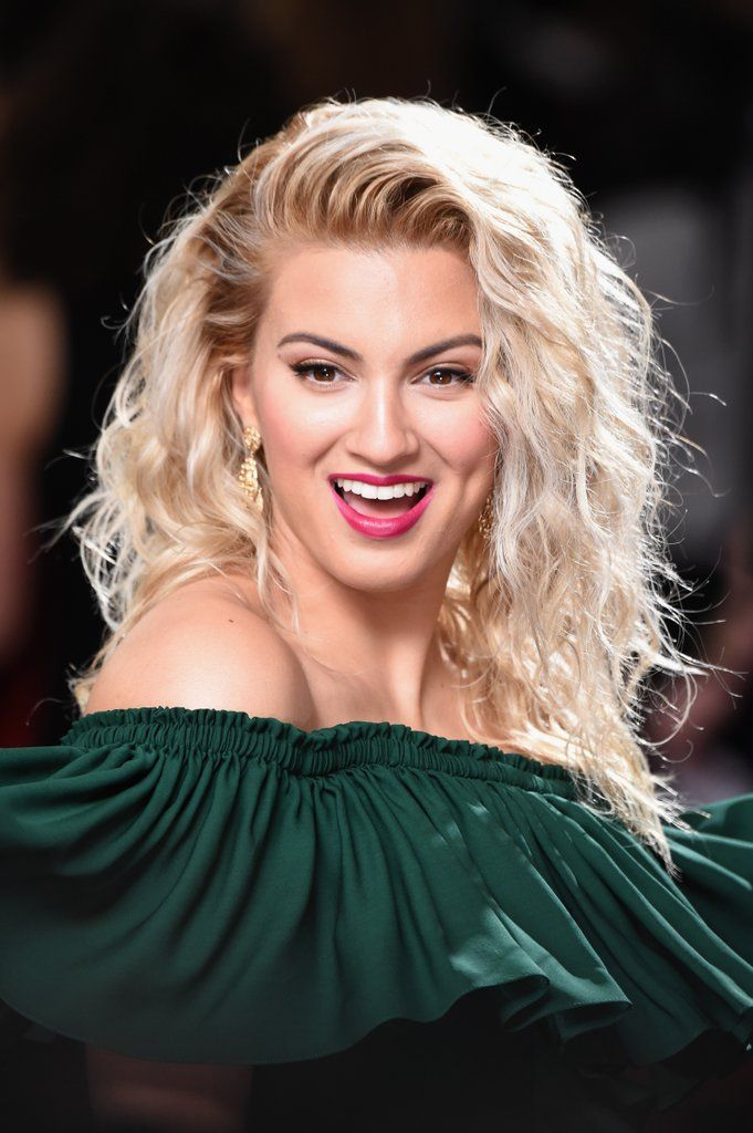 Tori Kelly| Hair and Makeup at the Grammys 2017 | Red Carpet Pictures | POPSUGAR Beauty
