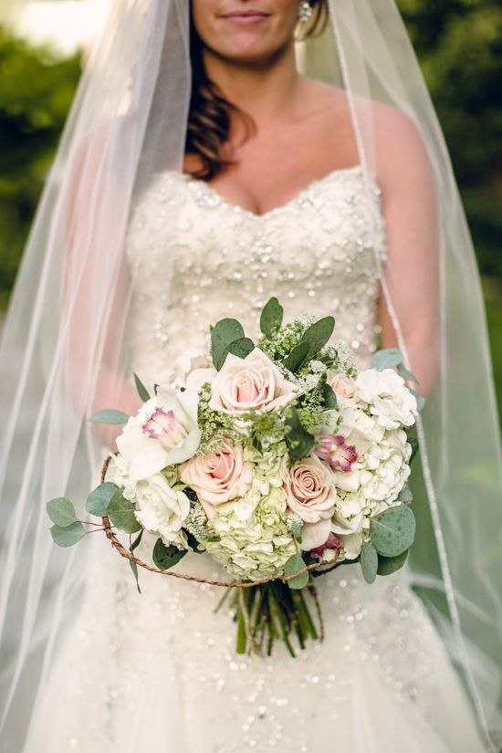 Love The Soft Pastels In Brides Bouquet At Her Wedding Hidden Pond Resort