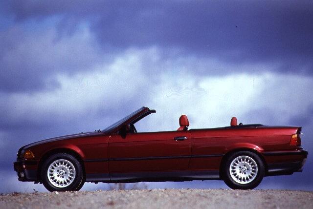 E36 BMW 325i Cabrio in Calypso Red
