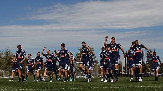 MELBOURNE, AUSTRALIA - OCTOBER 04:  Players warm up during a Melbourne Victory A-League training session at Gosch's Paddock on October 4, 2012 in Melbourne, Australia.  (Photo by Robert Prezioso/Getty Images)