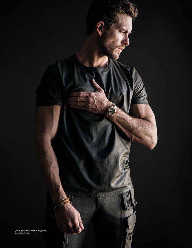 Frente a la cámara de Mitchell Nguyen McCormack, el modelo Adam Senn posa para la portada y editorial de DAMAN Magazine
