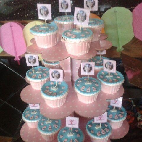 Cupcake standı, cupcake hazırlama, doğum günü cupcake hazırlama Ceyda Organizasyon ve Davet Tel: 532 120 58 98 Whats app: 532 577 16 15 info@ceydaorganizasyon.com www.ceydaorganizasyon.com Düğün , Nişan , Söz , Kokteyl , Açılış , Sünnet , Doğum günü , Süsleme Organizasyon