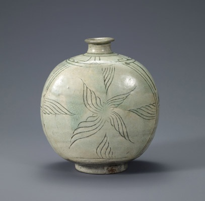 Flask-shaped bottle with decoration of a dog. Korean, Joseon dynasty (1392-1910); second half of the 15th century. Buncheong with incised design. Leeum, Samsung Museum of Art, Seoul.