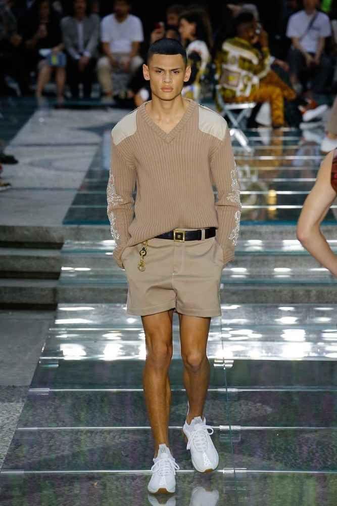 Versace Spring Summer 2019 Milan Fashion Week Ropa De Hombre Casual Elegante Estilo De Ropa Hombre Ropa De Hombre