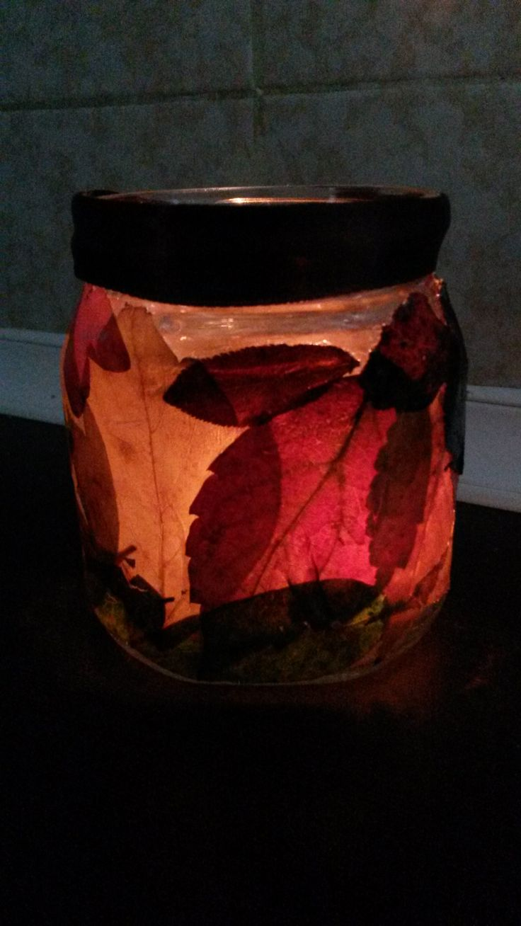 Candle holder from leaves