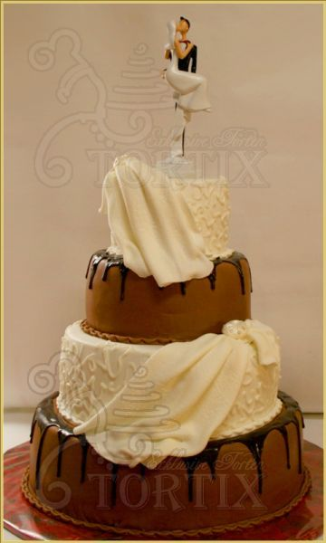 Hochzeitstorte, 4-stöckig, Weiß und Braun