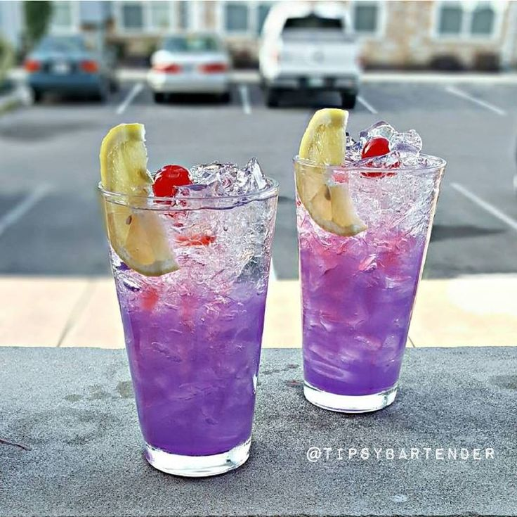 Purple Haze Lemonade Cocktail - For more delicious recipes and drinks, visit us here: www.tipsybartender.com