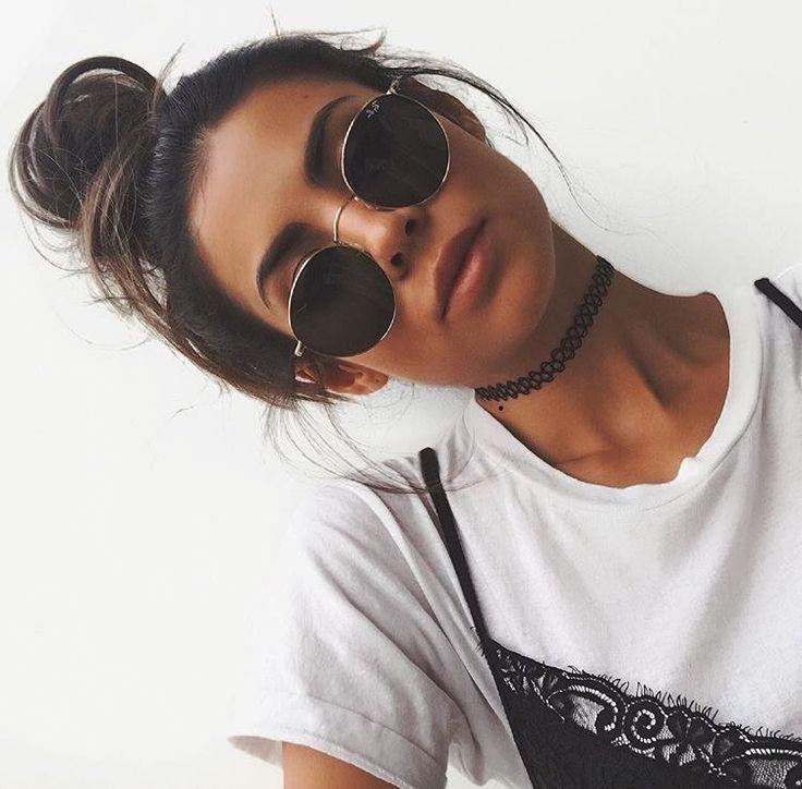 Pinterest: @SammanthaBR Coque frouxo, óculos escuros arredondados, blusa e vestido