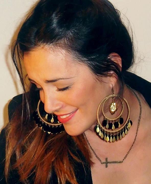 Aros Otoño ;) #necklace #collars #fashion #accessories #jewelry #mode #look #fashionaccessories #luxjewelry #bracelets #black #gold #style #earrings #crosses