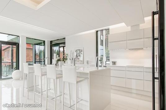 White kitchen / Valkoinen keittiö