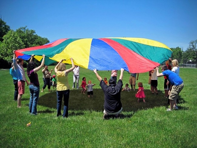 23 Fun Parachute Games For Kids & Kindergarteners🪂