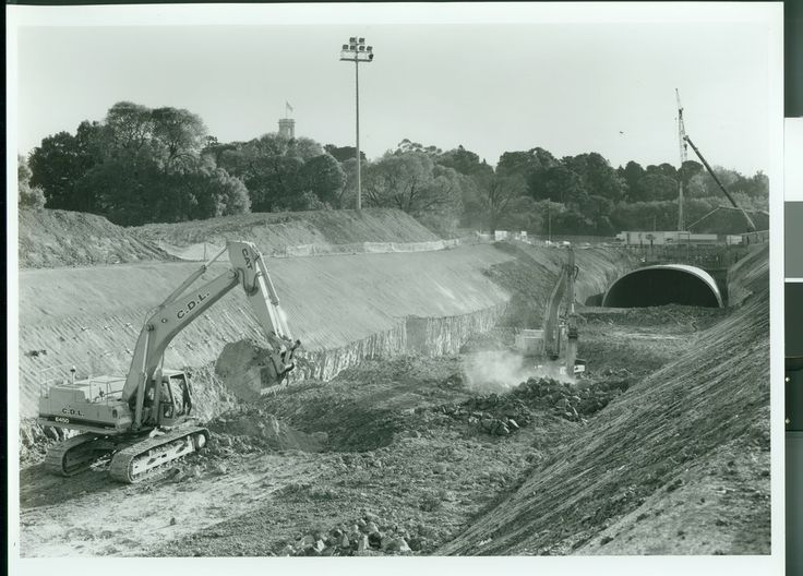 Domain Tunnel Cut and Cover - 1998
