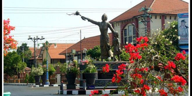 Dari Jepara Menuju Islam Damai http://goo.gl/dWAwuM Jepara terkenal kota yang damai dan harmonis dalam kehidupan beragama. Sunnah dan Syiah sering melakukan program bersama atau bermusyawarah bersama