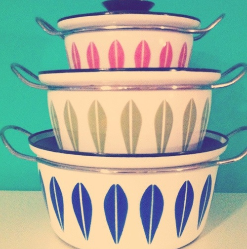 Oh So Lovely Vintage: Enamoured with enamelware! want to use this as a template for wall art