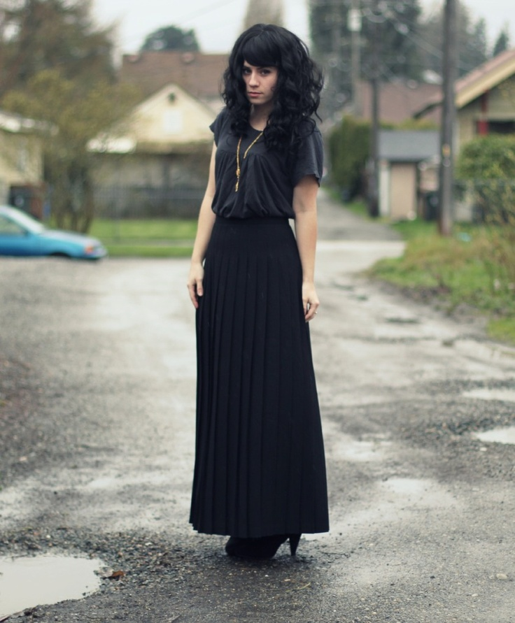 good outfits with long black skirt