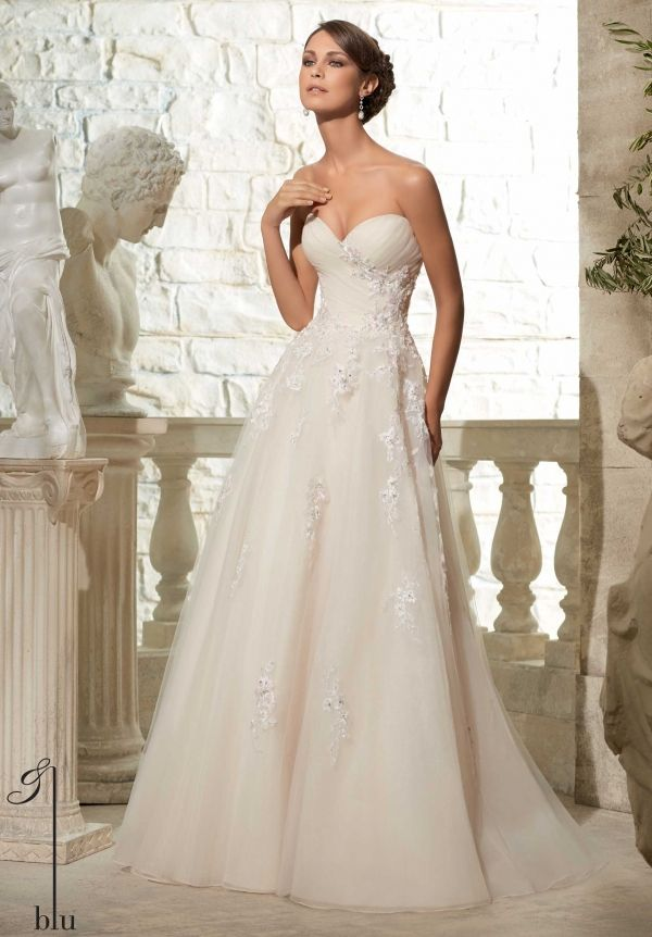5302 Wedding Gowns Dresses Tulle Ball Gown With Crystal Beading On Embroidered Appliques