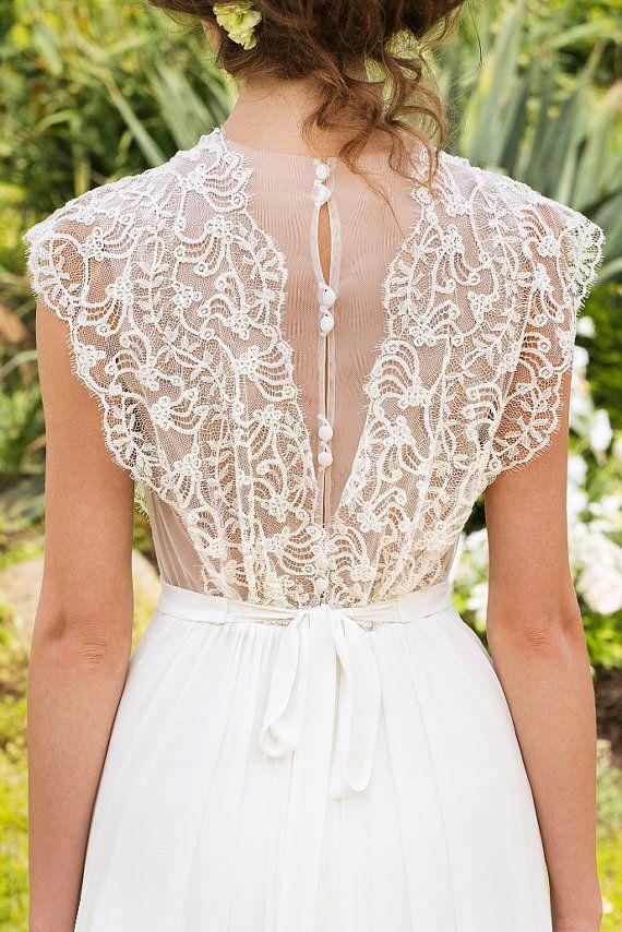 Wedding Dress Designer Wedding Gown Bohemian by MariStyleCouture (laço nas costas; bordado delicado)