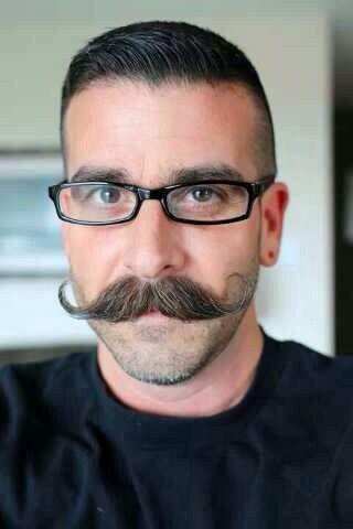 <3 a handlebar...  Reminds me of my Grandpop  :)  Hey - he was a Handsome fella!  :)<<handlebar mustache 2