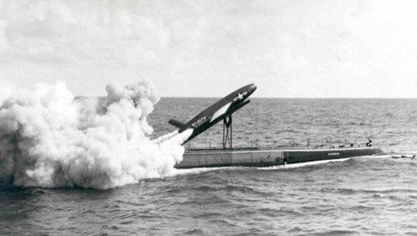 Durante la primera mitad del siglo XX, numerosos países probaron enviar correspondencia mediante cohetes. Friedrich Schmiedl, por ejemplo, durante 1931 y 1932 lanzó numerosos cohetes con cartas y pequeños paquetes entre pueblos austriacos cercanos entre sí. En 1959, la armada estadounidense envió cartas desde el submarino USS Barbero hasta Mayport, Florida