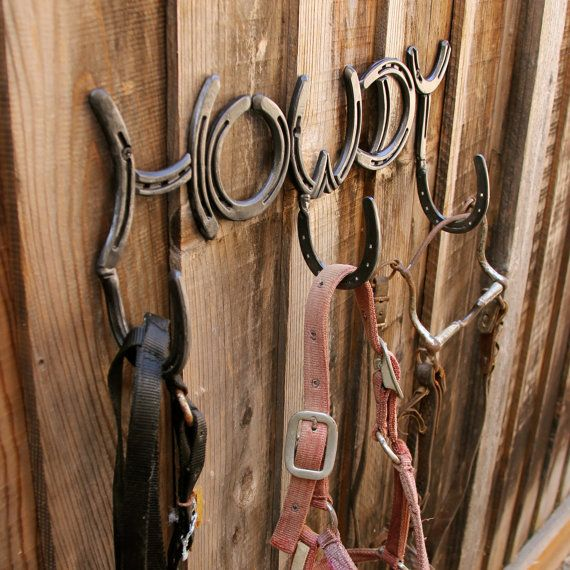 Horseshoe sign HOWDY 3 hooks hat or coat by BlacksmithCreations, to keep your stuff organized.
