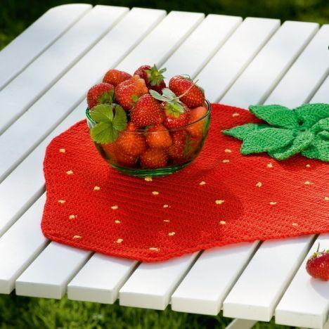 Sæt søde saftige jordbær på bordet