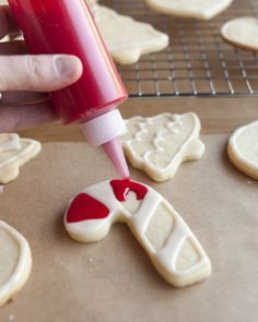 How To Decorate Cookies with Icing: The Easiest, Simplest Method Cooking Lessons from The Kitchn | The Kitchn - Great step by step instructions and slides on their website too! A perfect christmas cookie recipe!