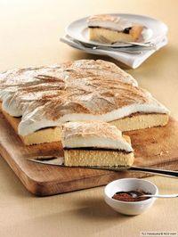 Rezept für Schmandkuchen bei Essen und Trinken. Und weitere Rezepte in den Kategorien Eier, Getreide, Milch + Milchprodukte, Kuchen / Torte, Backen, Einfach, Gut vorzubereiten.