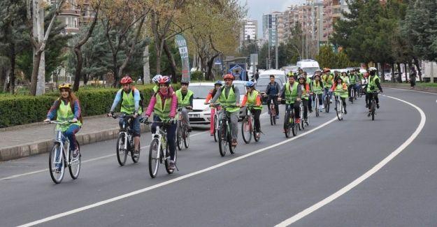 Diyarbakır'da pedallar 'farkındalık' için çevrildi