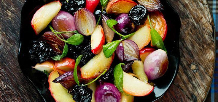 Honningstekte epler, svisker og løk | Lises blogg