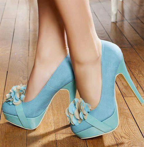 amo los zapatos si pudiera tendria una habitacion llena de zapatoss!