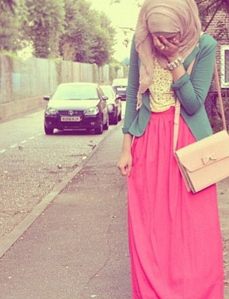 SpringColor_Hijab (this pink is a little too bright for me but this outfit would still be perfect with a lighter colored pink skirt!)
