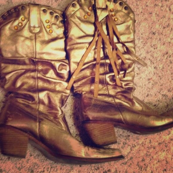Gold Cowboy Boots with small heel size 9 good condition except for small amount of wear on toes of boot (shown in photo)  Great for cowboy cowgirl Halloween Costume Shoes