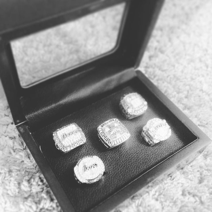 #lakers #rings #lakersrings #lakerforlife #tinseltown #lakecity #lalakers #la #kobe #shaq #loveforthegame #perfectsize #blingbling #myweddingring #fierske #tisazo