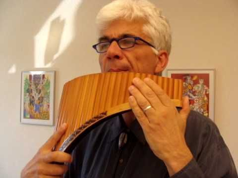 ▶ Die Dornenvögel, Titelmelodie (Henry Mancini), Panflöte - YouTube Anyone know what this instrument is called?