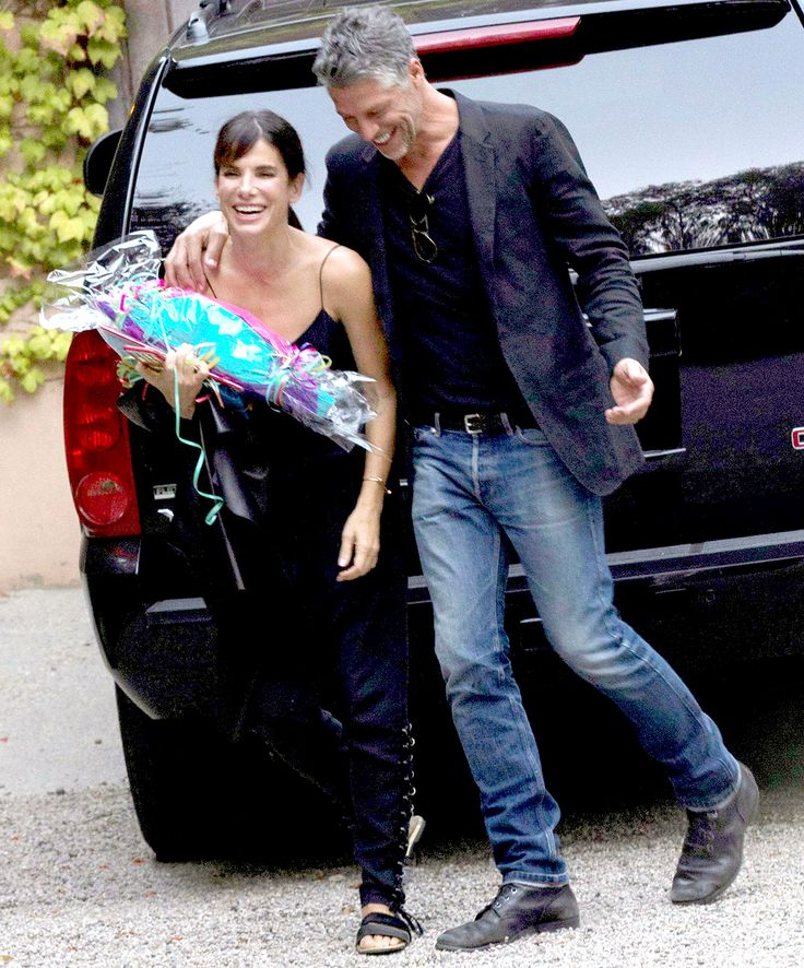 Sandra Bullock looked happier than ever while walking with her boyfriend, Bryan Randall, earlier this month � see the sweet photos