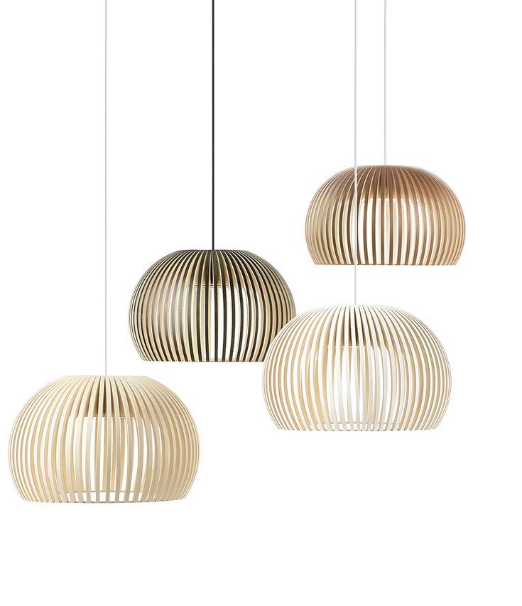 Om de hoek bij het zijraam een mooie blikvanger te geven kan je hier een groepje 2 grote of 3 kleine hanglampen hangen, die op verschillende hoogtes hangen.