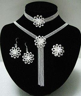 Gümüş. Gümüş takı. Gümüş mücevherat. Gümüş satış sitesi.