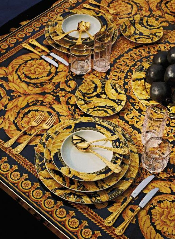 Oh Dr. Faelk, you really know how to deliver the luxury!: table setting with Versace, the House of Beccaria