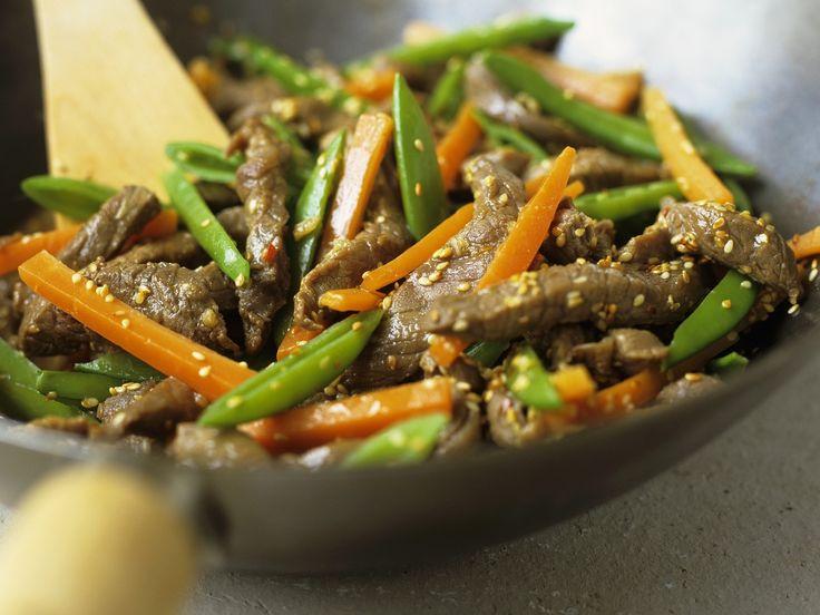 Rindfleisch-Wok mit Gemüse und Sesam - smarter - Zeit: 30 Min. | eatsmarter.de