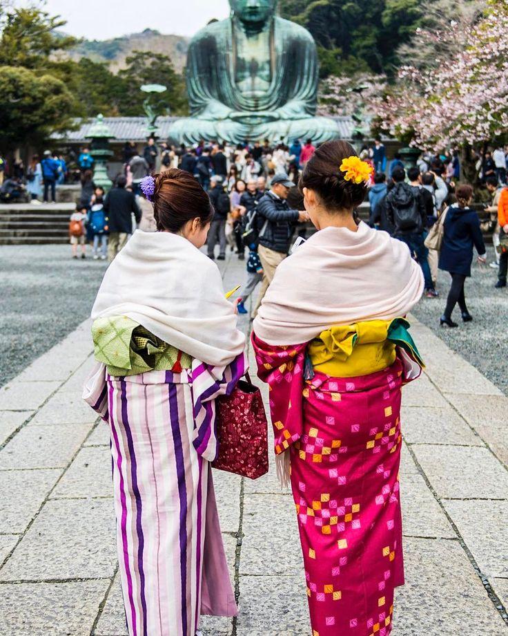 Hey Kamakura! They are all dressed up. #kimono #travel #spring #buddha #temple