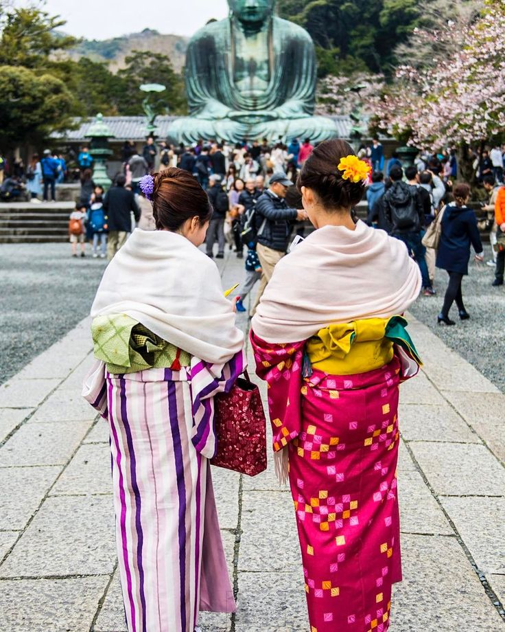 Hey Kamakura! They are all dressed up. #kimono #travel #spring #buddha #temple