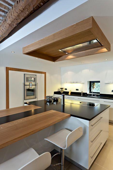 Vous qui rêviez depuis toujours d'une cuisine ouverte sans vraiment savoir comment l'aménager, voici quelques façons tendance d'aménager une cuisine ouverte.