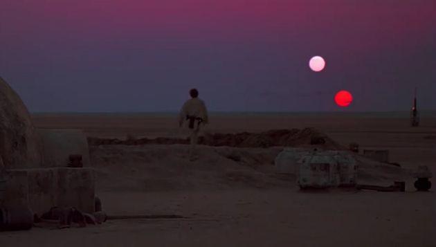 Planet Tatooite, planet fiksi dalam film Star Wars (A New Hope). Kredit: 20th Century Fox/LucasFil   SpaceNesia - Sejauh ini, para astr...