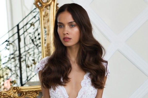 How to make your hair grow faster for long wedding hair. Image Nurit Hen #weddinghair
