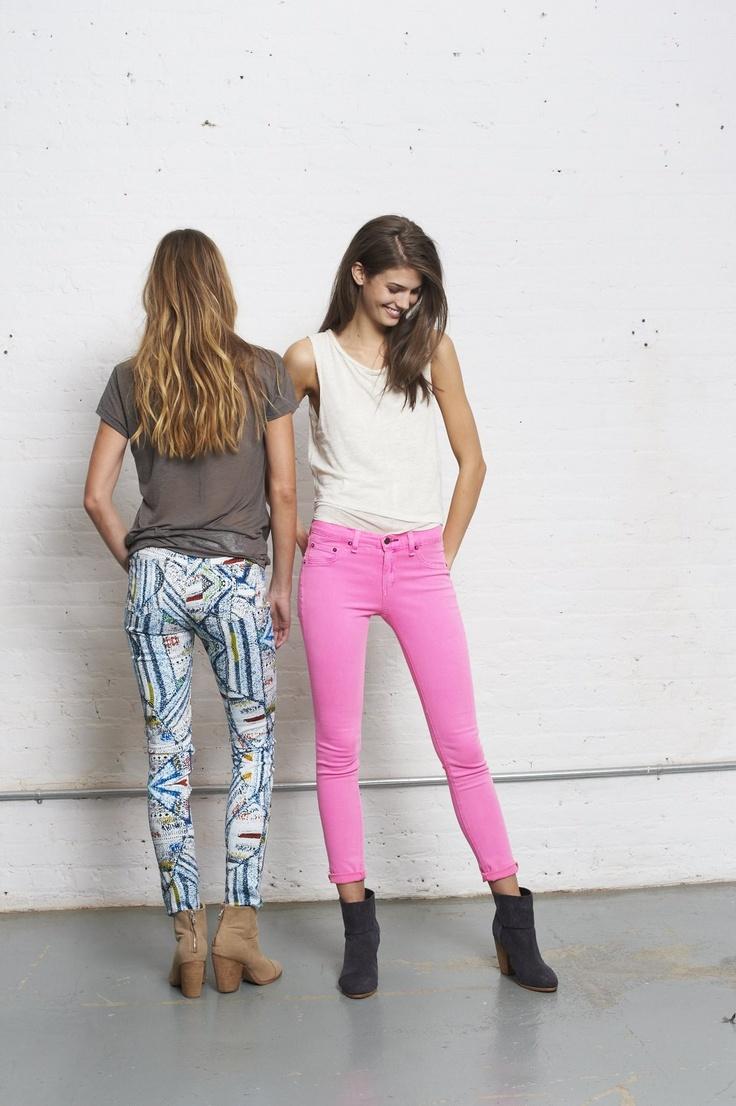 Shannan & Kendra in the surf knit & neon pink leggings   #spring  #denimdefined