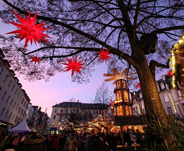 Koblenzer Weihnachtsmarkt.   #koblenz #weihnachtsmarkt #rheinstagram #igerskoblenz #photooftheday #instagramhub #instagood #instanaturelover  #ig_countryside #canoneos650d #landschaft #landscape #my_germany #ig_deutschland #loves_germany #meindeutschland #loves_united_germany #deutschland_greatshots #koblenzergram #view #treemagic
