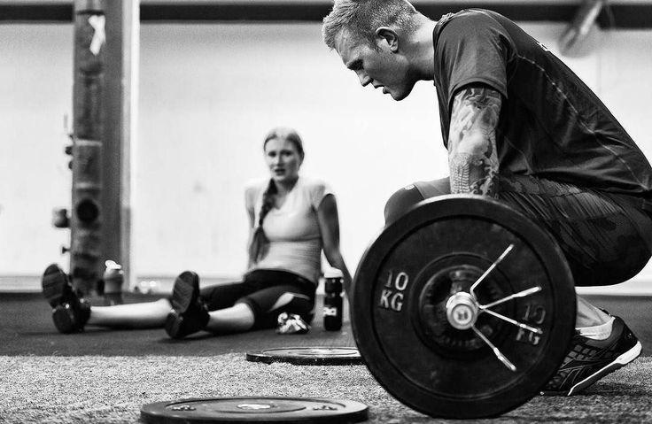 Выполнить 1 раунд за минимальное время: - 10 толчков (с пола) - 20 приседаний со штангой на спине) - 30 становая тяга *вес берется примерно 40% от разового в становой тяге - вес в трех движениях - один. работать с пола, без стоек.  Делитесь своими результатами в комментариях! 👇 ✖️💪✖️💪✖️💪✖️💪✖️💪✖️💪✖️ #пауэрлифтинг #воркаут #кроссфит #cross_fit_wod #фитнес #спорт #сила #здоровыйобразжизни #фитнесс #тренировка #спортзал #workout #crossfit #fitness #bodyrock #качаеммышцы #мышцы #мышца…