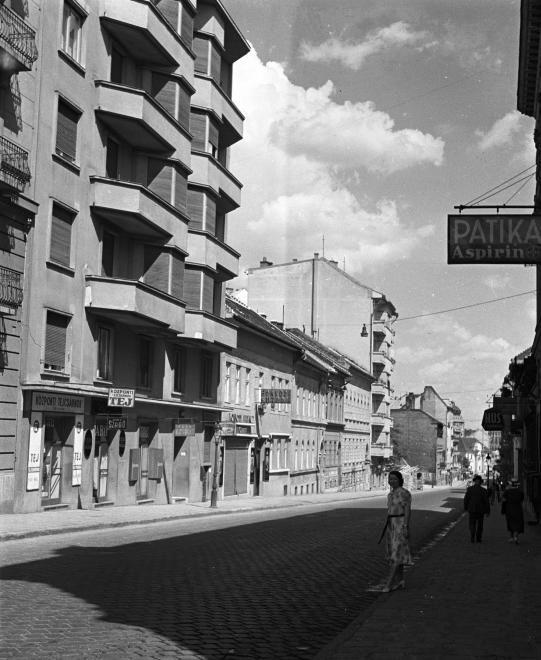 Retek utca a Széna tér felé nézve.