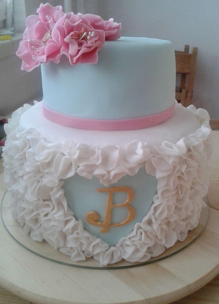 Floral and ruffle cake - pro18tiletou dcerku kolegyně z práce. Výroba bílých volánků mi ke konci už pěkně lezla na nervy :D