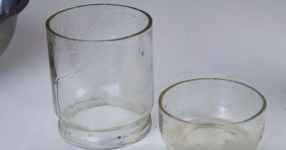 Une façon simple de couper une bouteille de verre.  http://rienquedugratuit.ca/videos/une-facon-simple-de-couper-une-bouteille-de-verre/
